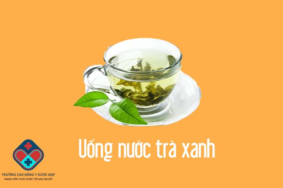 Uống nước trà xanh thanh lọc, giải độc phòng mụn